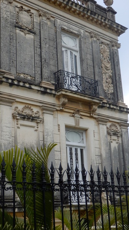 Spanish influence on the windows of the Northern house. The typology of the window blinds shows the influence of Spanish architectural elements.