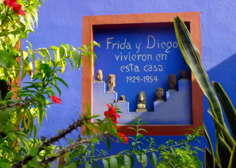 """Frida and Diego lived in this house"""